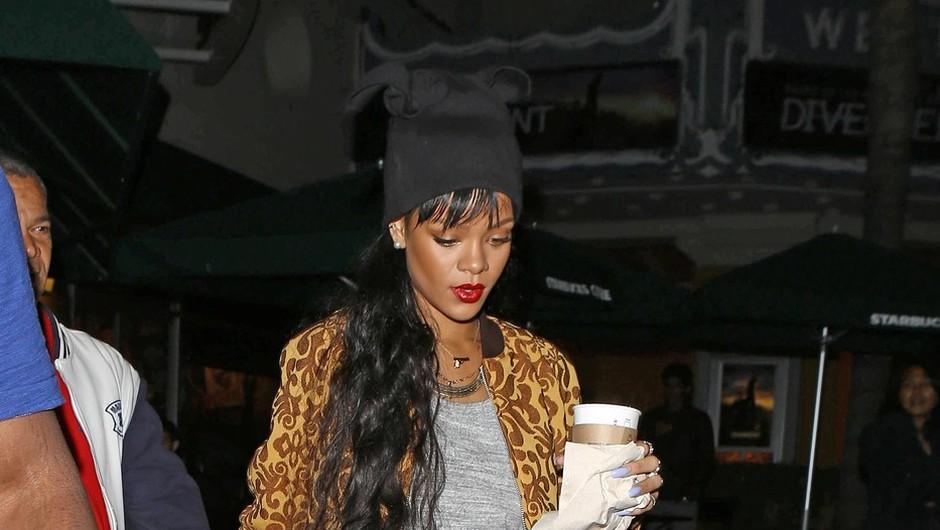 Rihanna obvlada ulični stil (foto: profimedia)