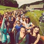 Obiskovalci tik pred vhodom na prizorišče (foto: Švic festival)