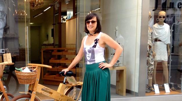 Tina skupaj s partnerjem  nadaljuje družinsko tradicijo izdelovanja iz lesa.  (foto: revija Lea)