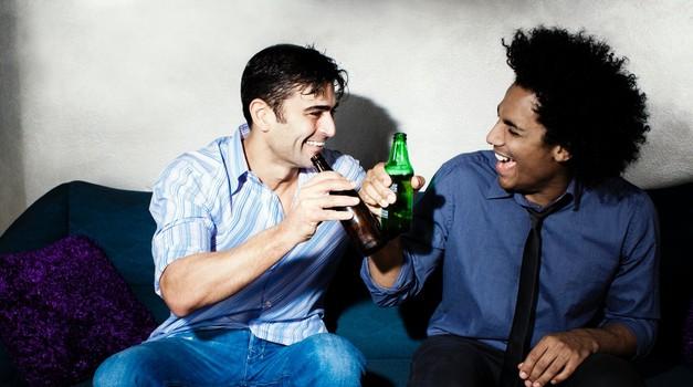 """Kaj delajo tipi, kadar """"žurajo"""" v moški družbi? (foto: Profimedia)"""