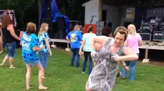 Mi plešemo, la la la la ... (foto: Vine)