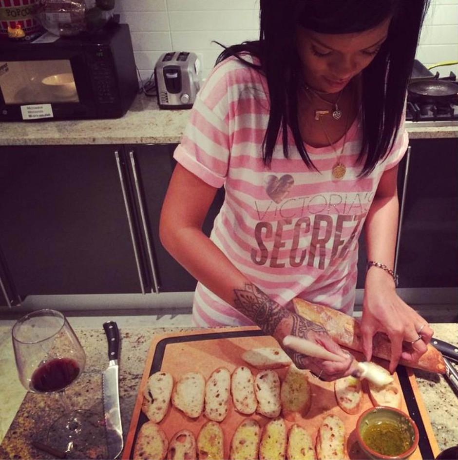 Kaj je Rihanna skuhala za svoje prijatelje (foto: profimedia)