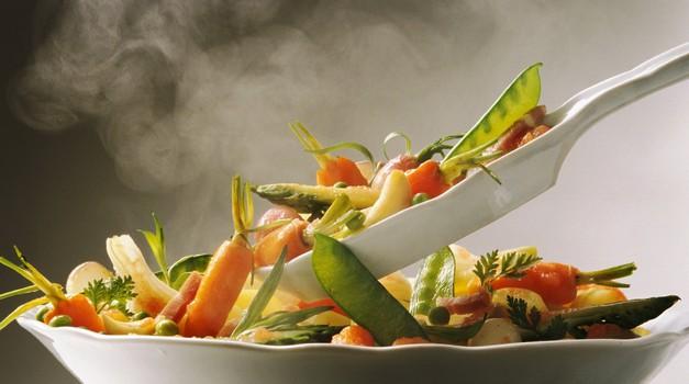 Je kuhano res vedno slabše od presnega? (foto: profimedia)