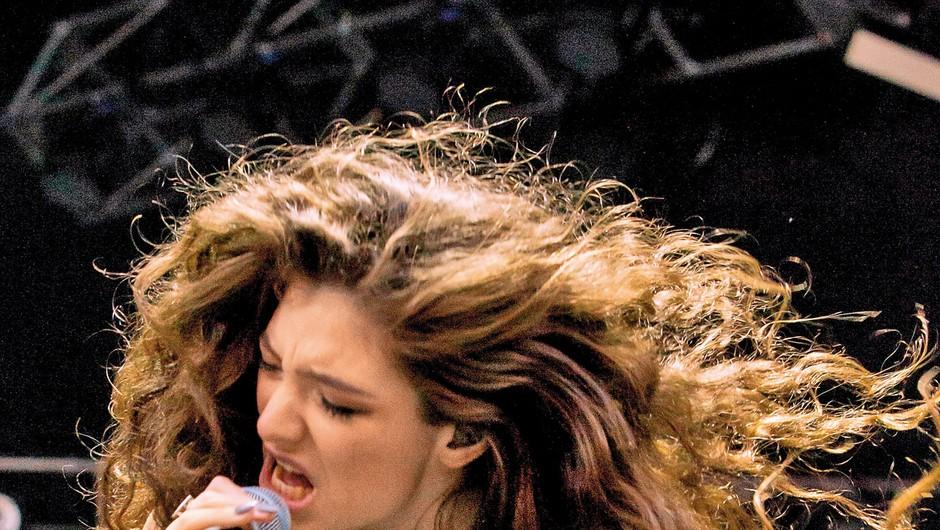 Novozelandski pevki  hrvaških korenin  Lorde je pripadlo prvo  mesto na Billboardovi  lestvici najvplivnejših  mladih glasbenikov. (foto: Profimedia)