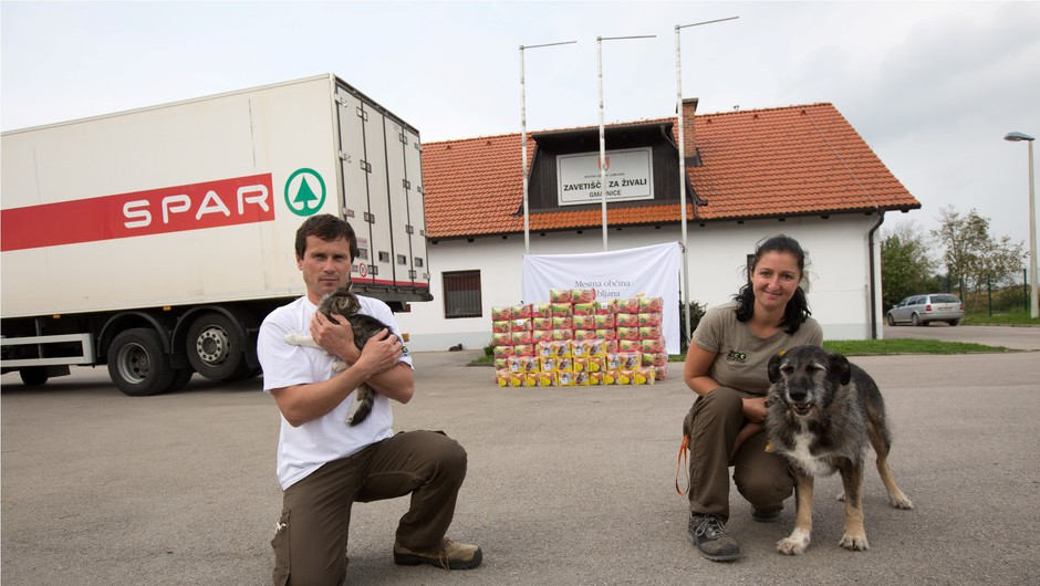 SPAR Slovenija zavetiščem za živali podaril 10.000 dnevnih obrokov (foto: Spar)