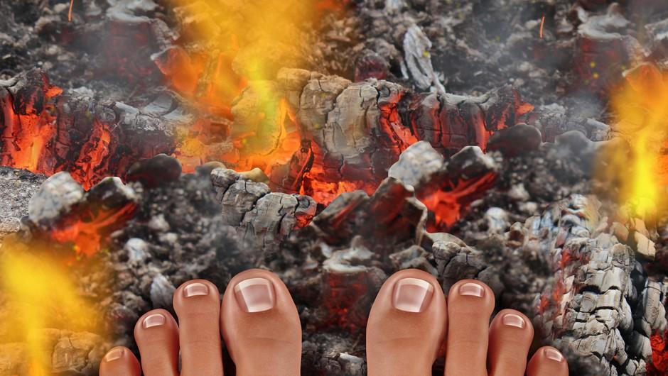 Hoja po ognju - brez opeklin in mistificiranja čez žerjavico (foto: shutterstock)