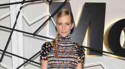 Poppy Delevingne v barvitem Chanelu