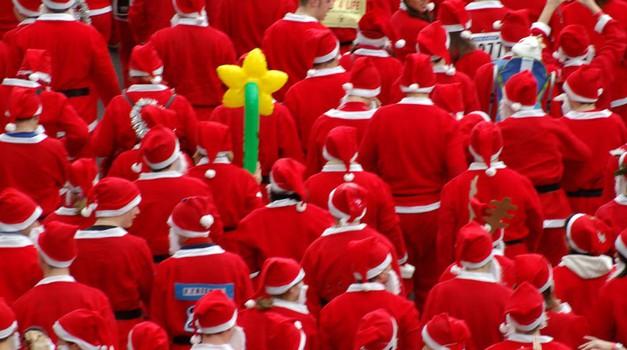 Dobrodelni nočni tek Božičkov za Rdeče noske (foto: profimedia)