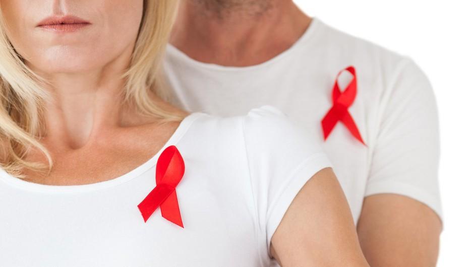 Veš zakaj 1. decembra nosimo rdečo pentljico? (foto: Profimedia)