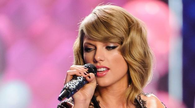 Taylor Swift je s 64 milijoni dolarjev zaslužka pristala na tretjem mestu. (foto: Profimedia)