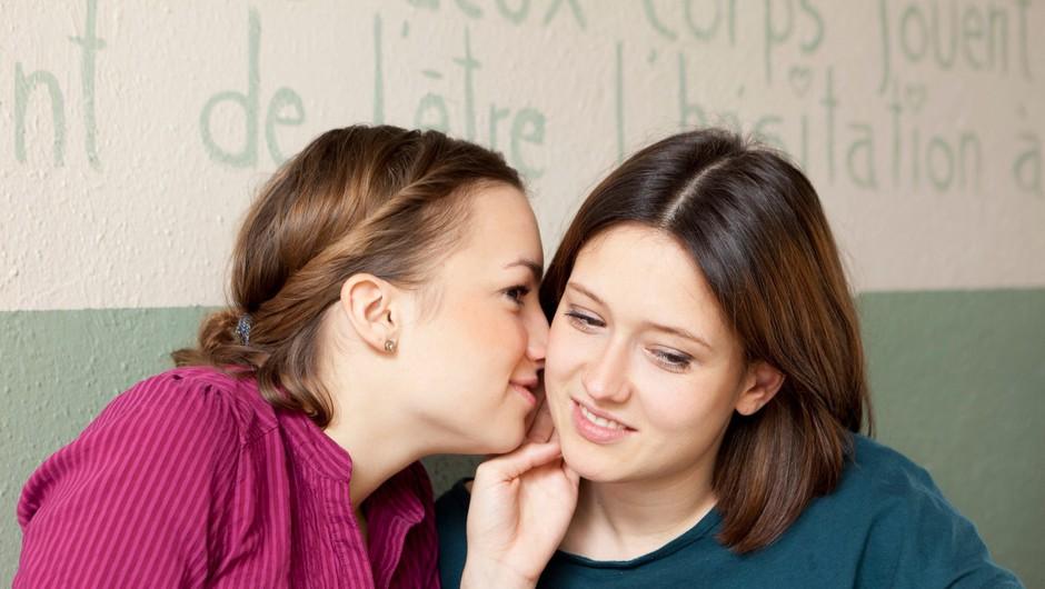 9 znakov, da je tvoja prijateljica v resnici nesramna (foto: Profimedia)