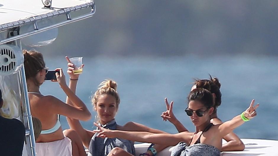 Paparac na delu: Viktorijini angelčki uživajo na Karibih (foto: Profimedia)