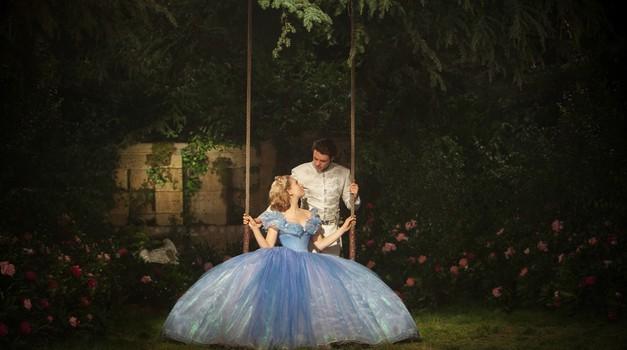 Marca v kino prihaja nova adaptacija Disneyjeve Pepelke (foto: promocijsko gradivo)