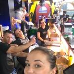 Prvi selfie v baru (foto: Planet TV)