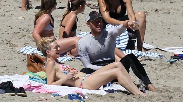 Kate Hudson in Chris Martin: So paparaci ujeli nov zvezdniški parček? (foto: Profimedia)