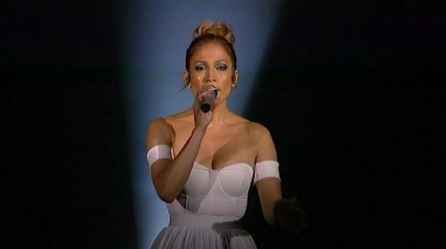 Jennifer Lopez navdušila z izvedbo Feel The Light (video) (foto: profimedia)