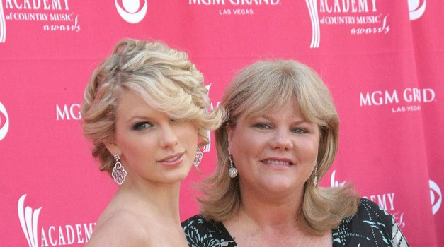 Taylor Swift zaradi mame ovita v žalost (foto: Profimedia)