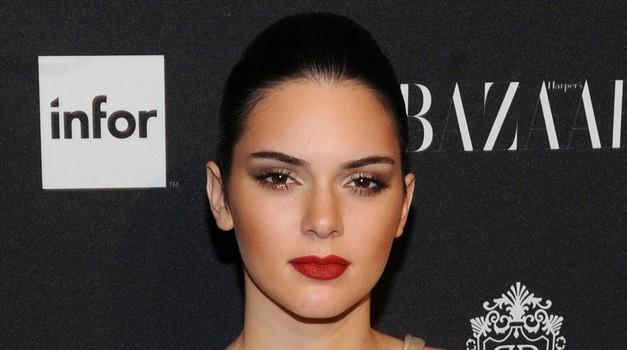 Kendall Jenner nerazpoznavna na naslovnici Harper's Bazaar (foto: Profimedia)