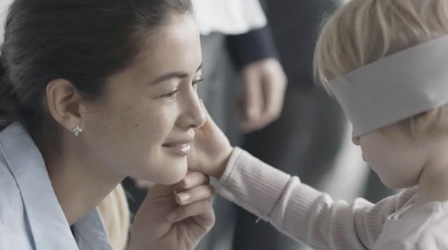 Oglej si čudovit video o močni vezi med mamo in otrokom (foto: YouTube)