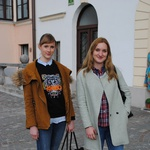 Monika, 20 let: Osvajala bi dekleta, da bi ocenila, kako privlačen moški sem lahko. Urška, 21 let: Iskreno - najprej bi si pogledala v hlače, nato pa odkrivala še ostala čudesa. (foto: Anmarija Lukovac, Nejc Wenzelberger)