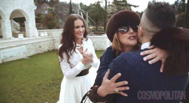 Zvezdana Mlakar je odigrala Rebekino taščo v videospotu za pesem Svekrva