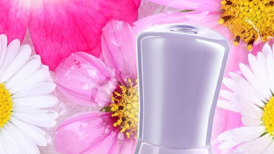 Moraš preizkusiti nov in inovativen lak za nohte essence the gel (foto: essence)