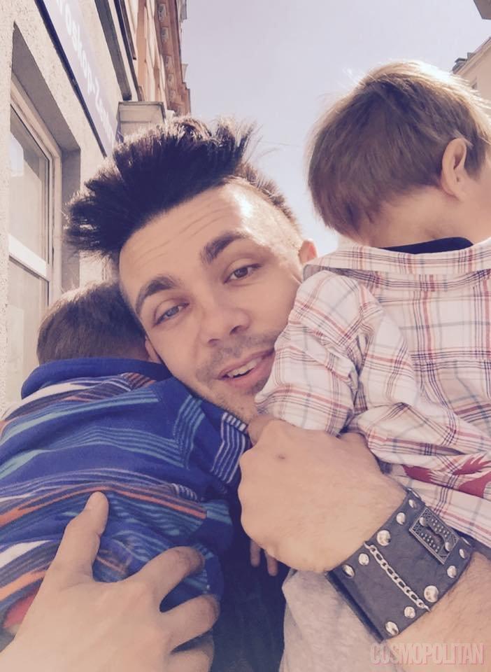 Otroka spremljata Maraayjo na Dunaju