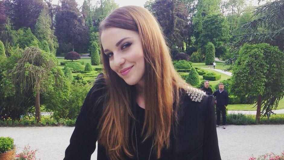 Maja Keuc je bila na koncertu v Arboretumu še temnolaska (foto: Facebook)