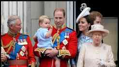 Princ George prvič na balkonu buckinghamske palače