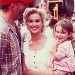 Demi Moore s hčerko Rumer in tedanjim možem Bruceom Willisom. (foto: Profimedia)