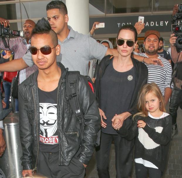 FOTO: Takšno zmedo naredi prihod družine Jolie-Pitt