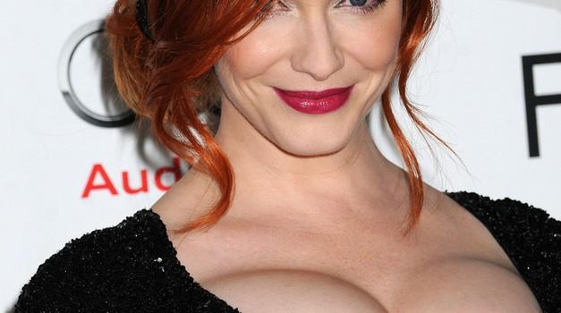 Velike prsi bolj erotične od majhnih? (foto: Profimedia)