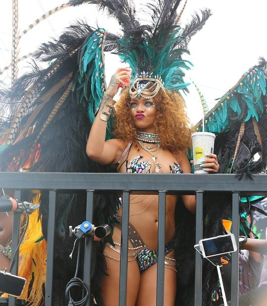 Rihanna v najbolj vročem kostumu doslej!
