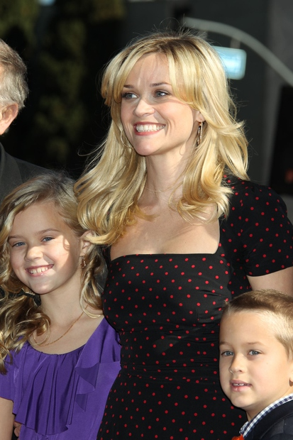 Reese in Ava leta 2010, ko je Reese Witherspoon dobila svojo zvezdo na pločniku slavnih. Poglej, kako sta videti danes …
