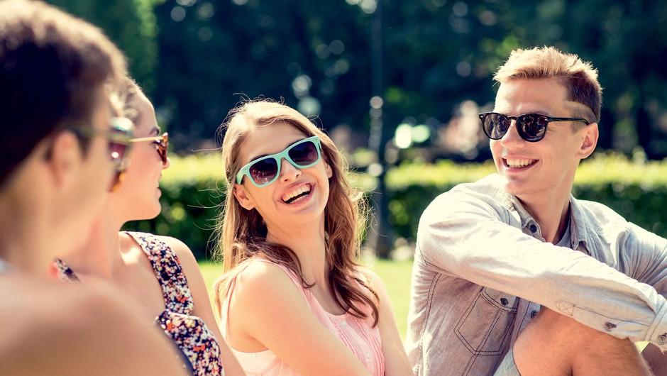 Kako do vplivnih ljudi brez opletanja s komolci (foto: Shutterstock)