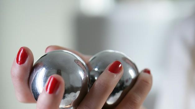Poživi seksualno življenje, igraj se z njegovimi jajčki (foto: Profimedia)