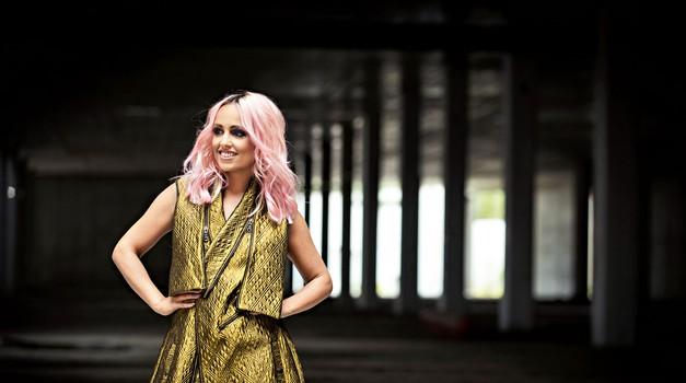 Nina po novem navdušuje z rožnato barvo las. (foto: Klemen Razinger)