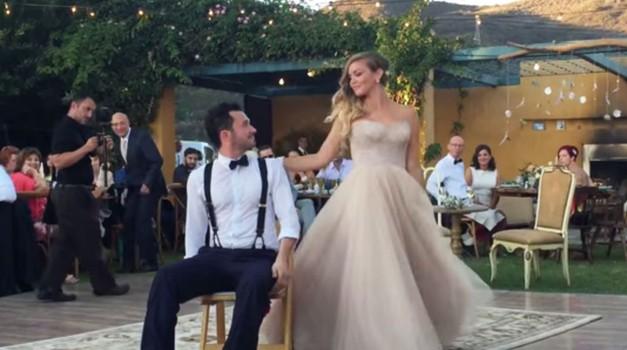 VIDEO: Oglej si najbolj nenavaden poročni ples vseh časov (foto: YouTube print screen)