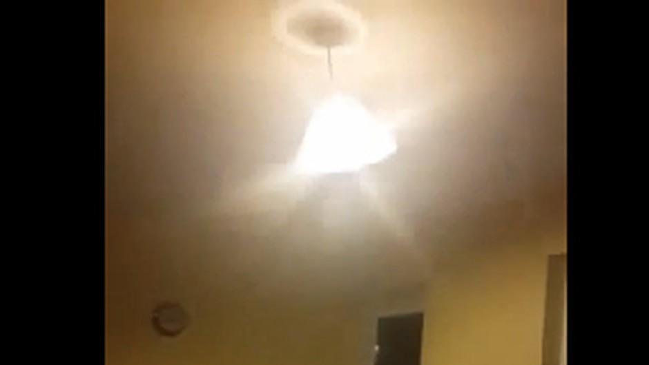 """VIDEO: """"To je dokaz, da v moji kuhinji straši"""" (foto: YouTube print screen)"""