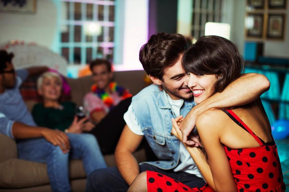 5 načinov, kako v lokalu pritegneš njegovo pozornost (foto: Profimedia)