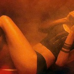 Med snemanjem akcijske kriminalne drame Zgube ni hotela posneti gole scene, zaradi česar se je celo sprla z režiserjem, in na koncu je sceno posnela v spodnjih hlačah in nedrčku.  (foto: Profimedia)