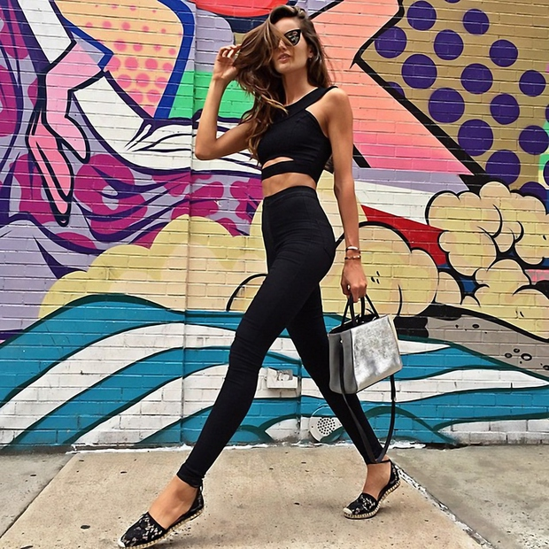Victoria's Secret angelček Izabel Goulart vsekakor ima dolge noge. Kako pa je videti ženska, ki ima resnično zeeelooo dooolgeee noge? …