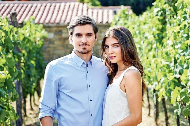 Nina Dolinar, ki jo igra Inja Zalta in Martin Rozman, ki ga upodablja Klemen Janežič v resničnem življenju nista par. …