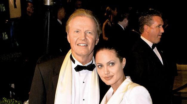 Angelina Jolie z očetom končno zakopala bojno sekiro (foto: Profimedia)