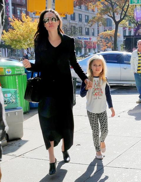 Revija People je leta 2008 rekordni znesek, in sicer kar 14 milijonov dolarjev, namenila za fotografije dvojčkov Angeline Jolie in …