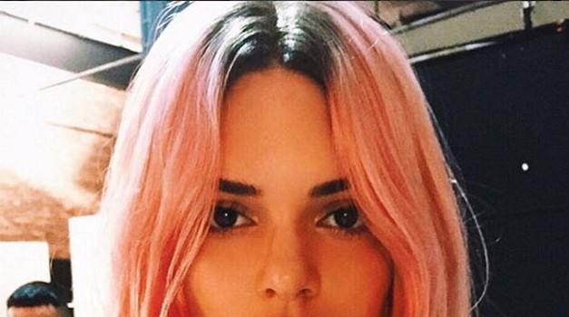 40 milijonov sledilcev je proslavila z razgaljeno bradavičko (foto: Instagram Kendall Jenner)