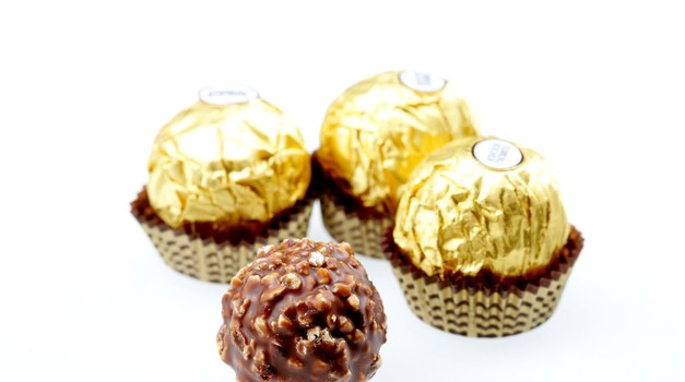 Recept: Domači Ferrero rocher (brez peke)