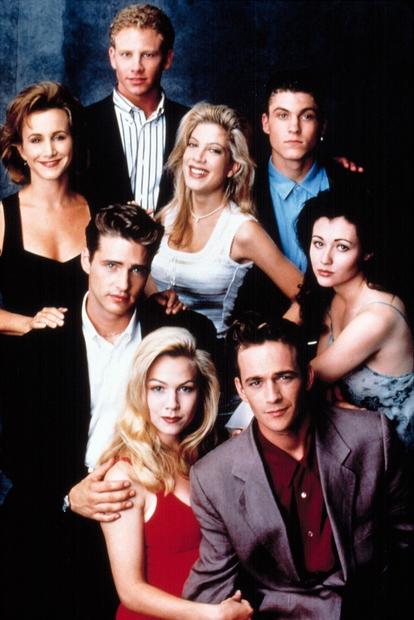 Kar 24 let je minilo, od kar so posneli prvo serijo priljubljene najstniške serije Beverly Hills 90210. In 15 let, …