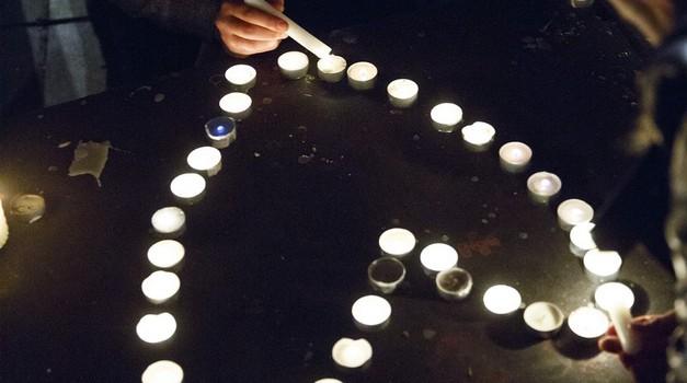 Ganljivo facebook sporočilo iz Pariza obšlo svet (foto: profimedia)