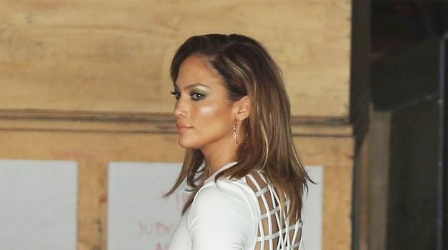 Jennifer Lopez navdušila v obleki srbske modne oblikovalke (foto: Profimedia)